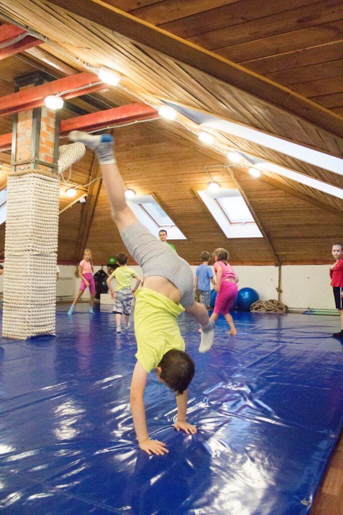 Летний курс акробатики и общефизической подготовки 1